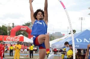 El atleta Emmanuel  Rivera ocupó el tercer lugar.