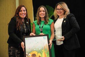 La directora del Centro de Enseñanza e Investigación en Biotecnología y Agrobiotecnología (C.E.I.B.A) de la Pontificia Universidad Católica de Puerto Rico, Dra. Cariluz Santiago Ortiz fue reconocida por la Agricultural Biotechnology Industry Association (PRABIA).