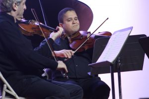 Joel Pagán es profesor asociado de viola y violín en la Universidad de Texas en el valle Río Grande.