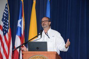 El asesor ambiental de la empresa Ecostahlia, Javier Vélez Arocho, participó del conversatorio La contaminación de los cuerpos de agua y su impacto social en Puerto Rico