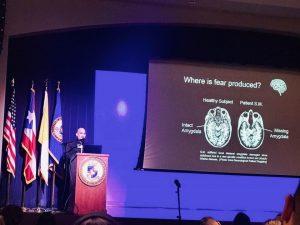 """En la PUCPR presentó la conferencia """"PR-Neuroscience""""."""