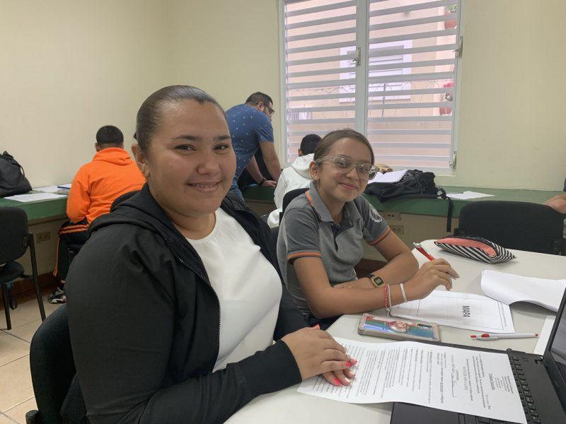 Metsy Muñiz, es estudiante del recinto de Mayagüez y se destacó como mentora de una comunidad de Añasco.