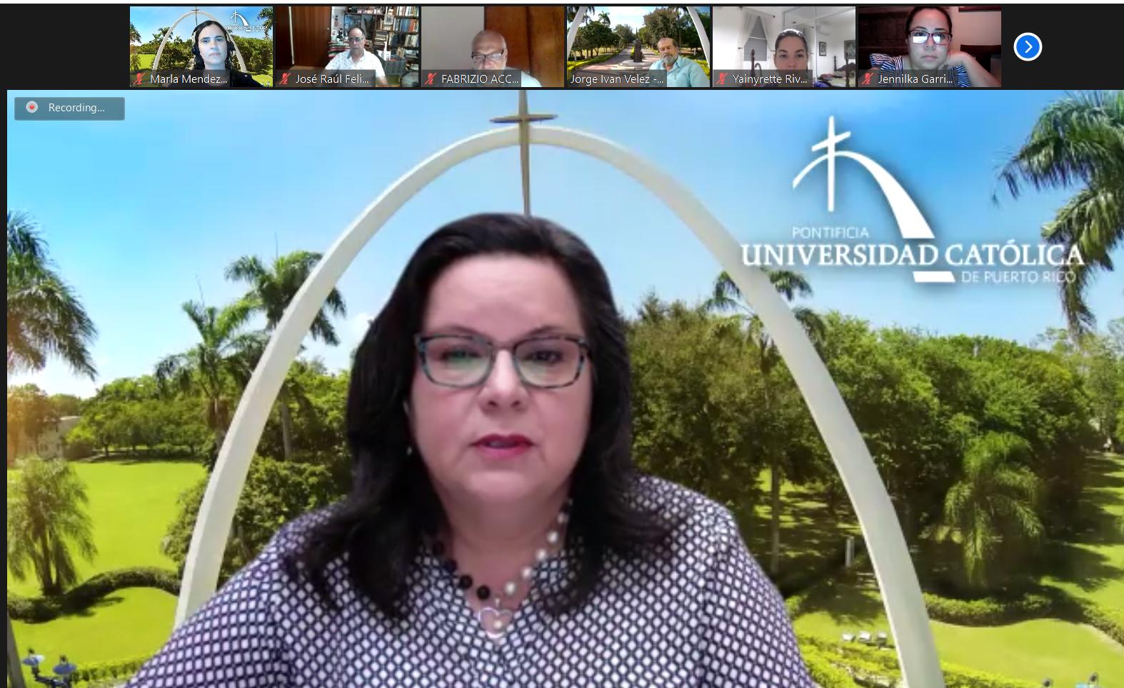 La Dra. Alma Santiago, decana del Colegio de Ciencias formó parte del panel.